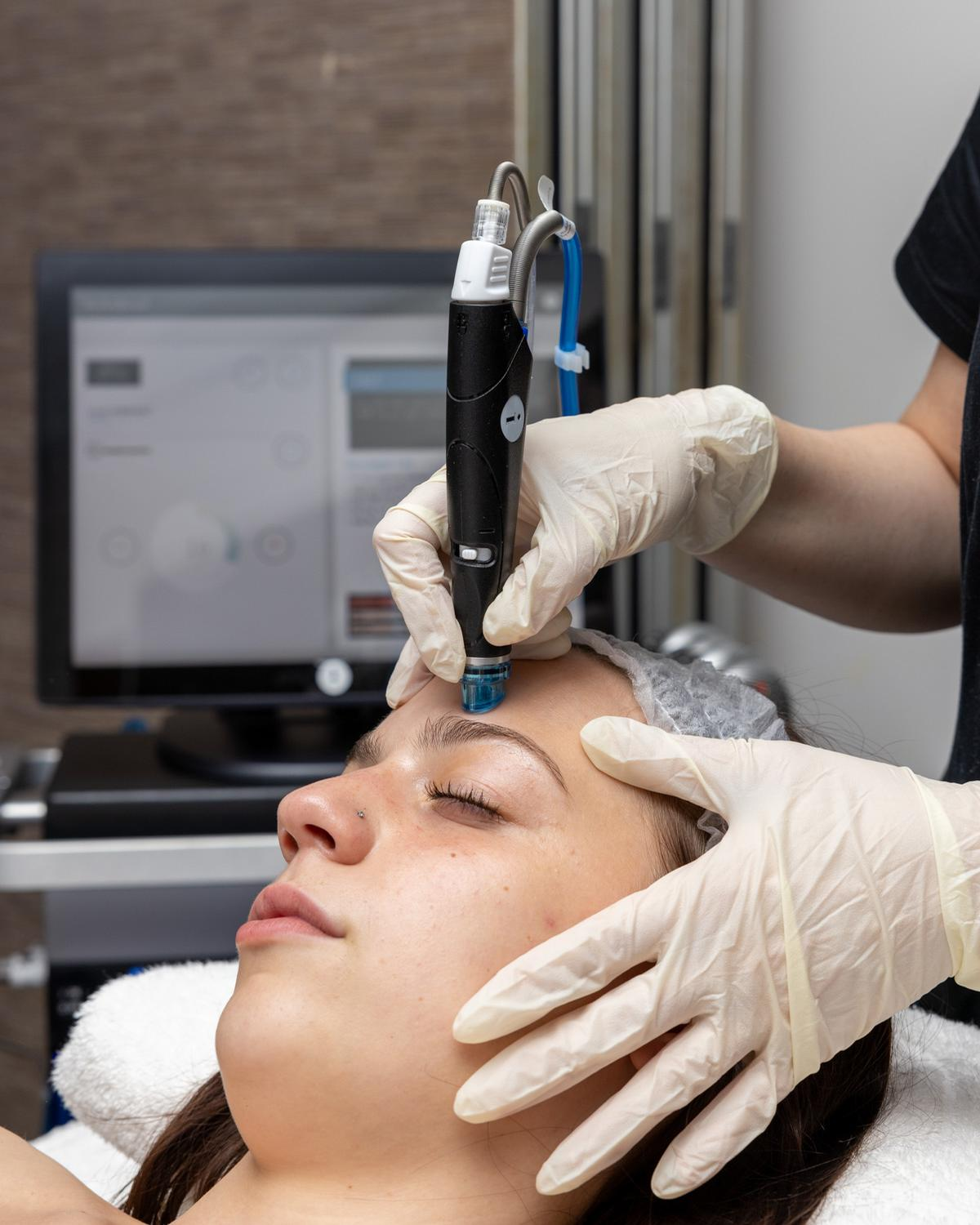Deep cleanse featuring HydraFacial's patented vortex technology / HydraFacial, 2021