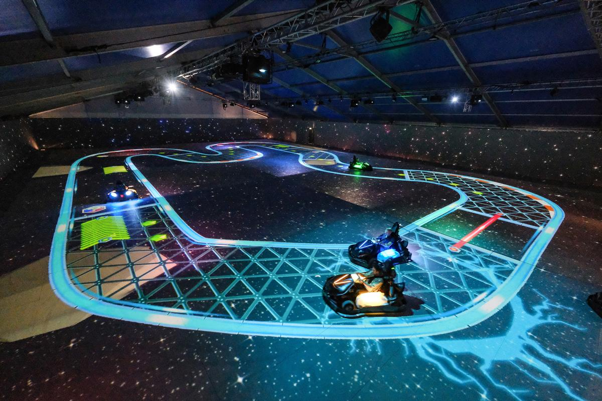 players are able to collect power-ups and 'weapons' / Chaos Karts