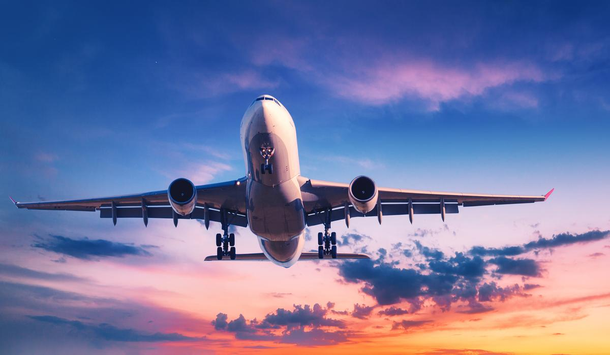 The first content from the wellness partnership will launch aboard SQ37 from Los Angeles to Singapore – one of the world's longest commercial flights – starting in January 2022 / Shutterstock/Denis Belitsky