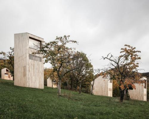 Amidst the trees, natural hedges and wild grasses, four different sizes of cabin dot the hillside / Florent Michel @11h45, Yvan Moreau