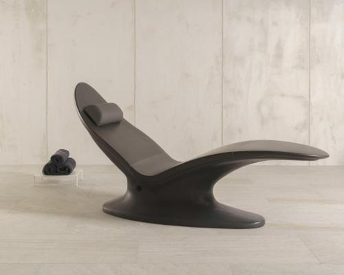 The Lounger Plus One is completed with a smooth velvet-like surface and can be customised to suit its surroundings