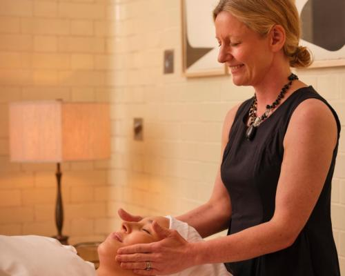 In booking the exclusive Signature Treatment (£350, €409, US$488), guests will experience a ritual practised by de Mamiel founder Annee de Mamiel