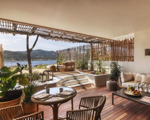 Sea view suites are orientated to face the sunset / Six Senses