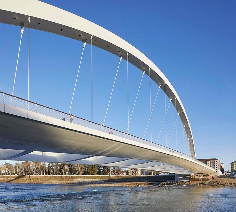 Creating a new type of public realm was central to Meier's vision for Cittadella Bridge / Hufton + Crow