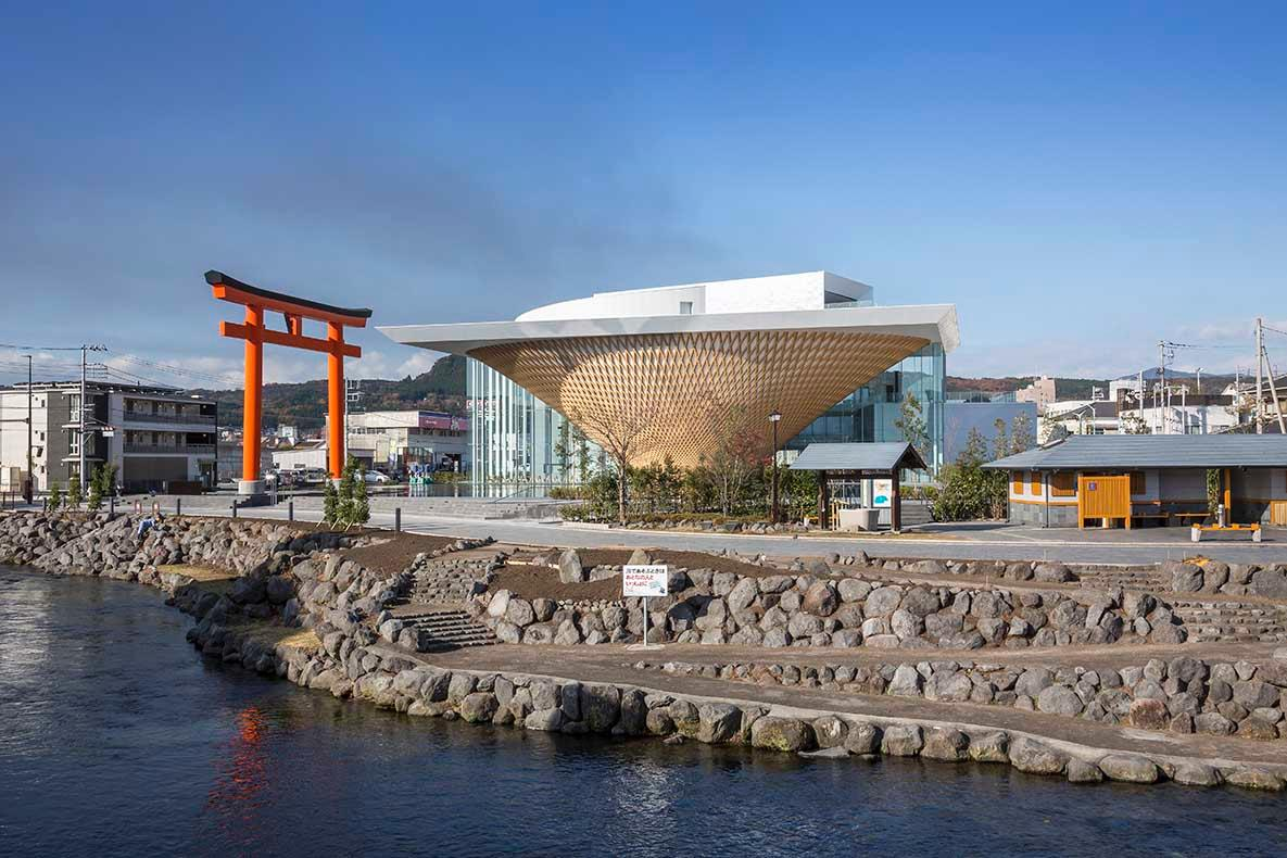 Mount Fuji was recognised as a UNESCO World Heritage Site in 2013 and a competition was held shortly afterwards to choose a design for the Fuji World Heritage Center / Shigeru Ban Architects