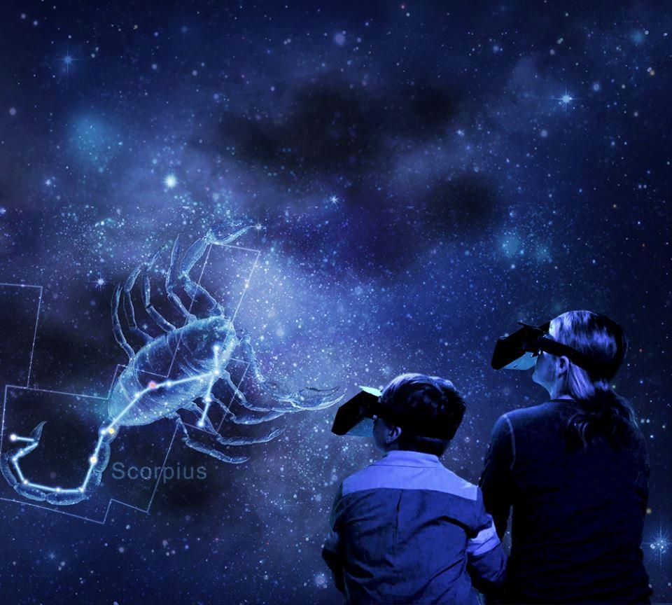 Using the Aryzon headset visitors can observe a selection of 17th century illustrations of the constellations overlaid over the real stars and planets / National Geographic
