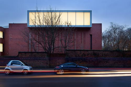 Exterior view of the Whitworth Art Gallery extension in Manchester, UK / Whitworth Art Gallery