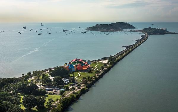 Biomuseo is located on the Amador Causeway, which unites the mainland and four small islands at the mouth of the Panama Canal's Pacific entrance