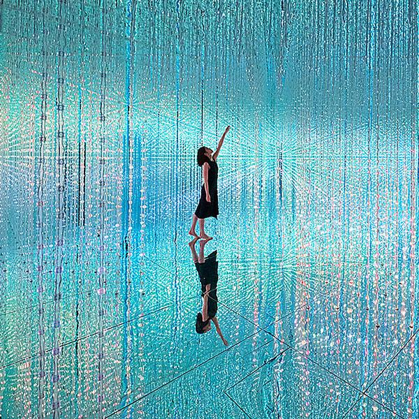 LED lights created the illusion of crystals in this installation in Toyko