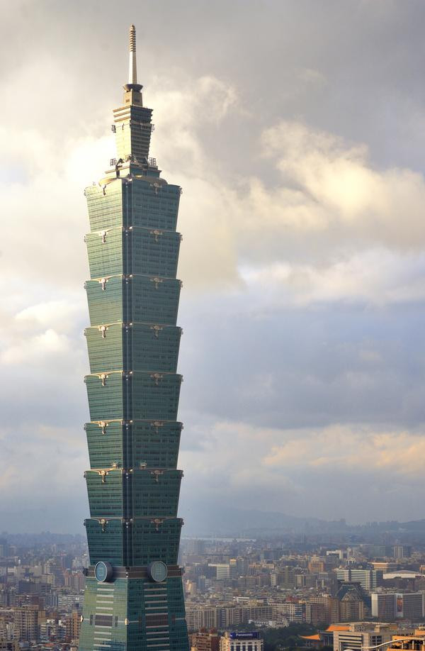 "4,000 people enter the Taipei 101 tower run. The climb is 391m – 91 floors. The race record is 10'29"" (male) 12'38"" (female) / Sean Pavone/shutterstock.com"