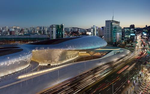 Dongdaemun Design Plaza comprises a design museum, educational facilities, a sky lounge and a library / Virgile Simon Bertrand