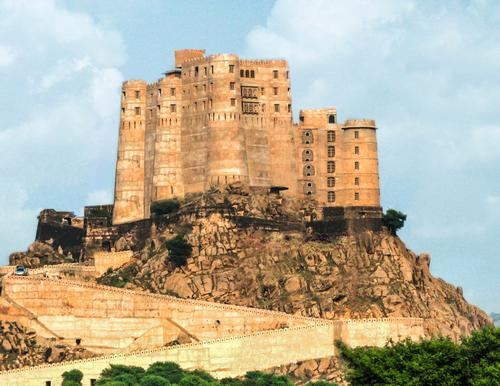 Positioned on a granite hill in the Arvalli Mountain Range with spectacular 360-degree views, the warrior fort is thought to be the only one of its kind to be converted into a heritage resort / Alila