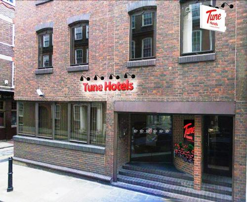 Tune Hotels outlines £200m UK expansion strategy