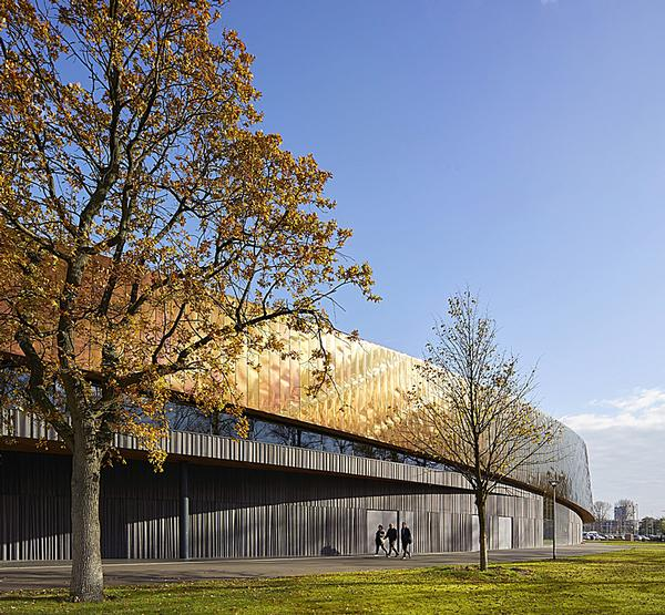 The building, called Sportcampus Zuiderpark / Photo: Hufton + Crow