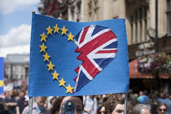 Those who voted remain demonstrate against the referendum result / Ik Aldama / DPA / press association images