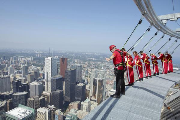 Hasil gambar untuk CN Tower Edgewalk 600 x 400
