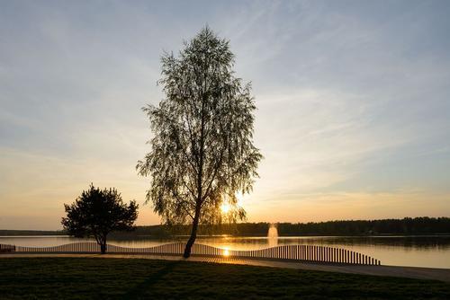 The promenade offers beautiful views of the lake / Tomasz Zakrzewski / archifolio.pl