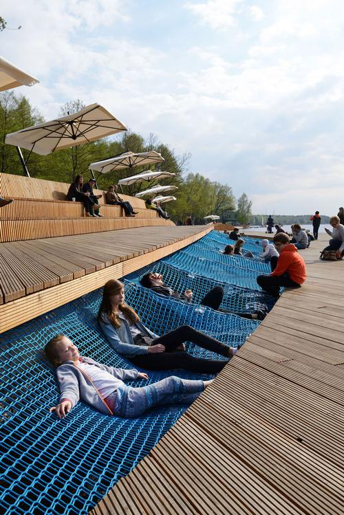 Lead designer Robert Skitek told CLAD: 'Young people can lie on the net next to older people sitting on the benches just above. They all use this space together at the same time' / Tomasz Zakrzewski / archifolio.pl