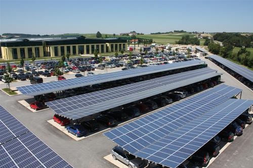 A US example of how the Nottingham leisure centre car parks may look once the canopies are in place / EEPro Solar