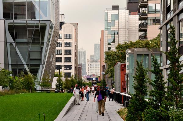 2011 Images highlight the changing story of the High Line through the decades