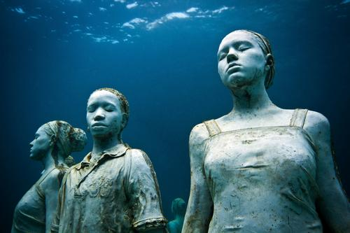 Taylor is looking to help revive marine environments / Jason deCaires Taylor