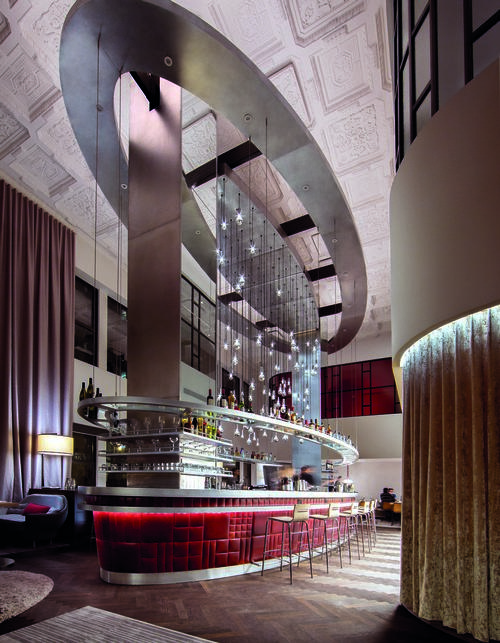 The Commons Club, at the heart of Virgin Hotels Chicago, is a vibrant space where guests can dine, drink, work and mingle. The two-storey space was the bank floor and has the original coffered plaster ceiling / Virgin Hotels