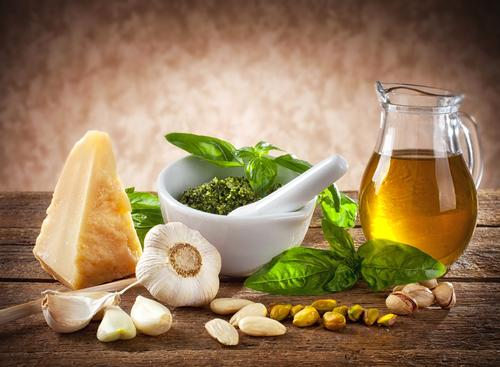 The traditional Mediterranean diet, which is higher in fat reduces the risk of heart attack and stroke even within months of implementation / Shutterstock / Antonio Gravante