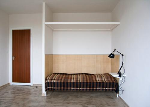 Each of the rooms is retained in the school's famous minimalistic style / Bauhaus Dessau Foundation/ Yvonne Tenschert