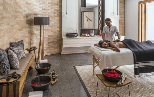 Previously a Givenchy Spa, the new Shangri-La branded spa offers ayurvedic treatments / Shangri-La Le Touessrok Resort & Spa