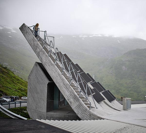 Code Arkitektur's viewing platform balances on the edge of the Gaular mountain, 700m above sea level / Eivind Nygaard