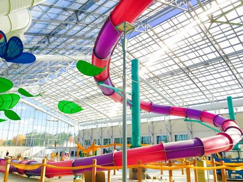 US waterpark with sliding roof aims for year-round audience