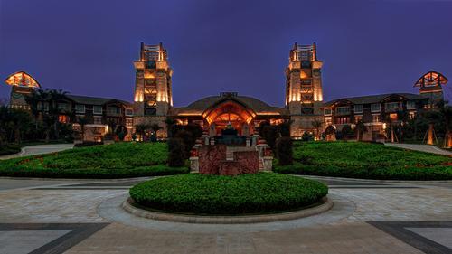 This is the third Anantara Resort & Spa in China / Anantara
