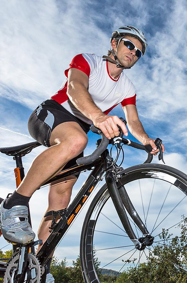 Cycling is a popular cross-training tool / © shutterstock/ Stefan Schurr