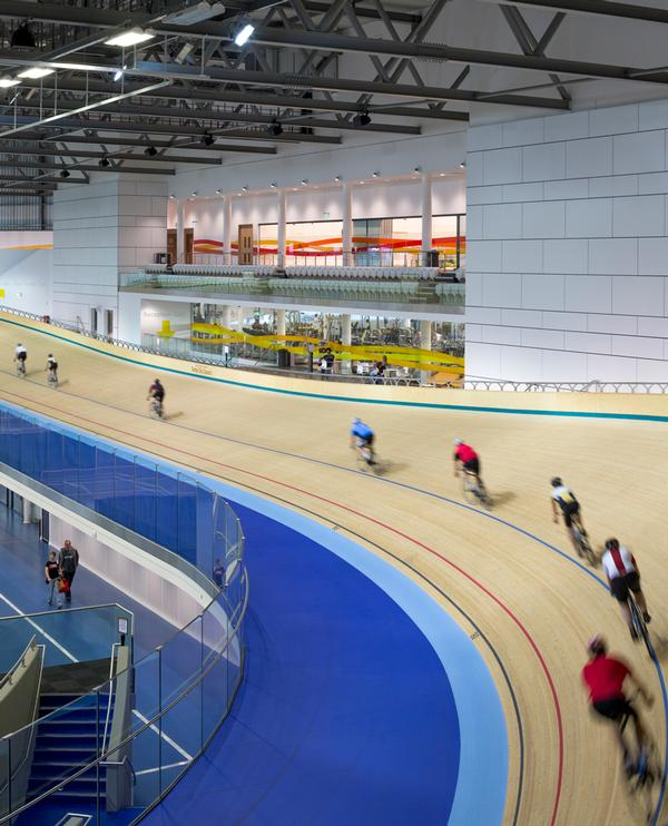The decision to build the cycling track above ground floor level allows unimpeded access to the multi-use infield and its 12 sports courts