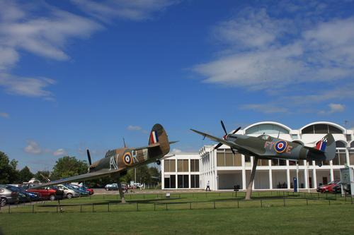 Replica Hurricane and Spitfire at the RAF Museum, Hendon, London / Roger Davies via Creative Commons