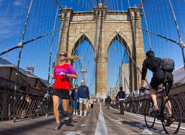 W.B.R.R. is a music app that's only acceesible to people running across  the Brooklyn Bridge in New York / Photo: shuTterstock.com