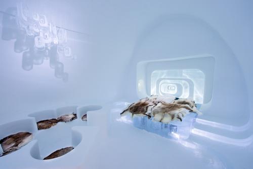 Love Capsule by Luc Voisin & Mathieu Brison / Asaf Kliger