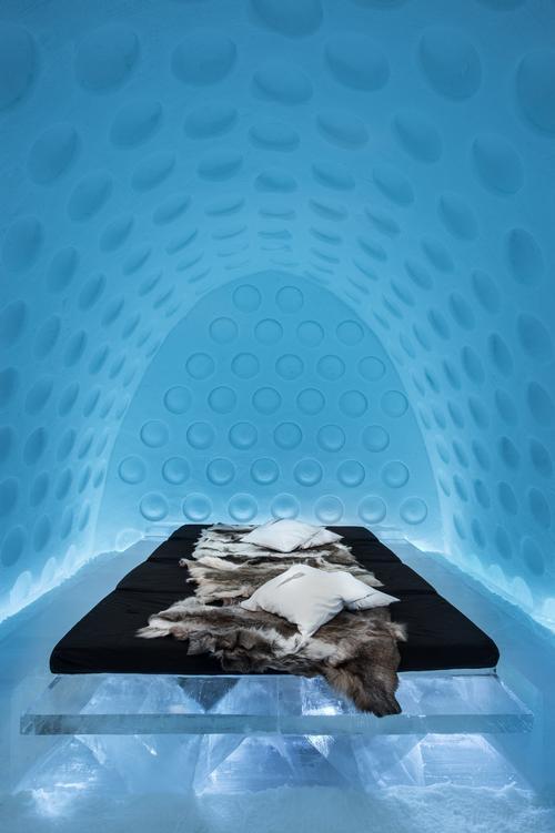 Under the Arctic Skin by Rob Harding & Timsam Harding / Asaf Kliger