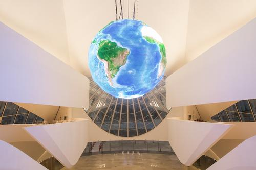 Visitors can participate in 27 experiments and 35 'sub-experiences' based around the concepts of Earth, the cosmos and the passage of time / Santiago Calatrava Architects and Engineers
