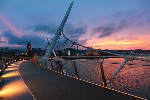 Overnight stays and associated spend boosted Northern Ireland's economy in Londonderry's year as UK City of Culture / Shutterstock.com / Spumador