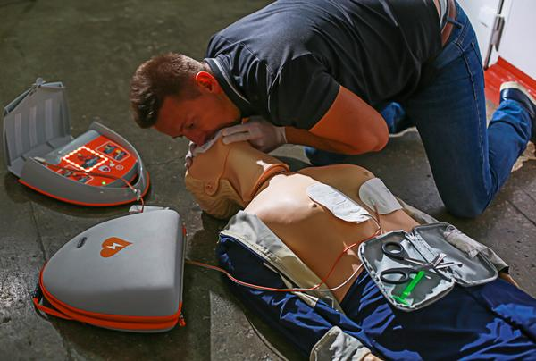 An AED plus CPR can increase the chances of survival after a cardiac arrest / PHOTO:  SHUTTERSTOCK.COM