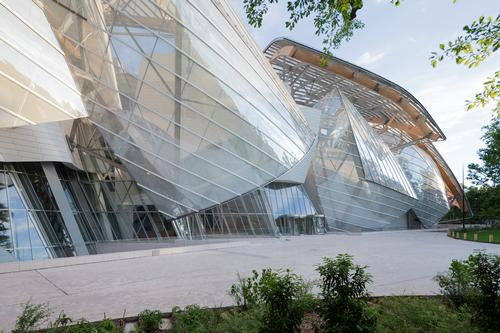 French President among guests at Louis Vuitton Foundation launch