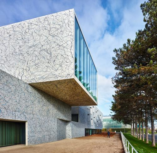 The Art Of Jackson Pollock Inspires Paint Splattered Walls Of French Performing Arts Venue Architecture And Design News Cladglobal Com