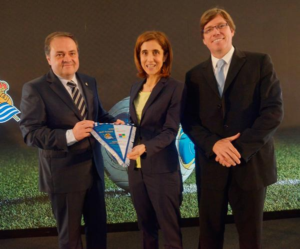 Real Sociedad president Jokin Aperribay (left) with the Microsoft team at the launch of the technological partnership