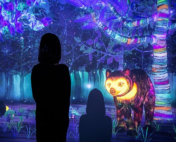 This installation sees the Glass Rotunda turned into a digital art piece