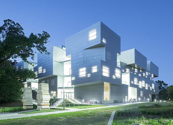 The Visual Arts Building for the University of Iowa opened in 2016 and has a sculptural form / PHOTO: Iwan Baan