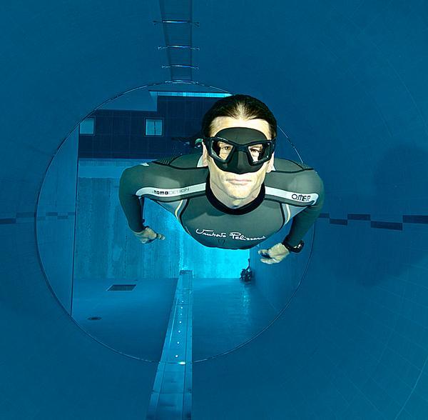 Depth counters take divers down 40 metres