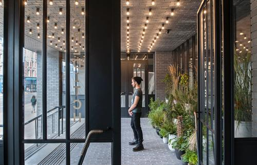 Entrance,the Ace Hotel, London / Universal Design Studio