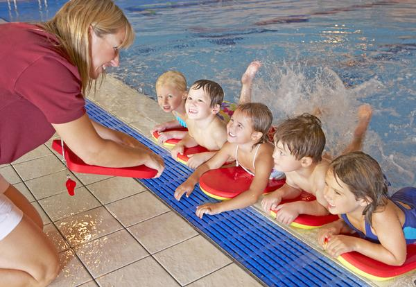 Swimming teaching and lifeguarding can pave the way to a successful management career in the leisure industry / © shutterstock/ By Monkey Business Images