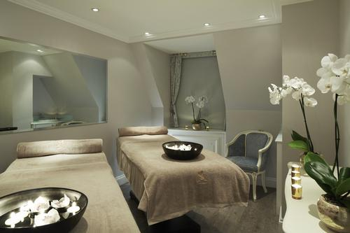 Situated on the seventh floor of the hotel, the design of the spa salon reflects the Louis XVI interiors of the hotel. / The Ritz London